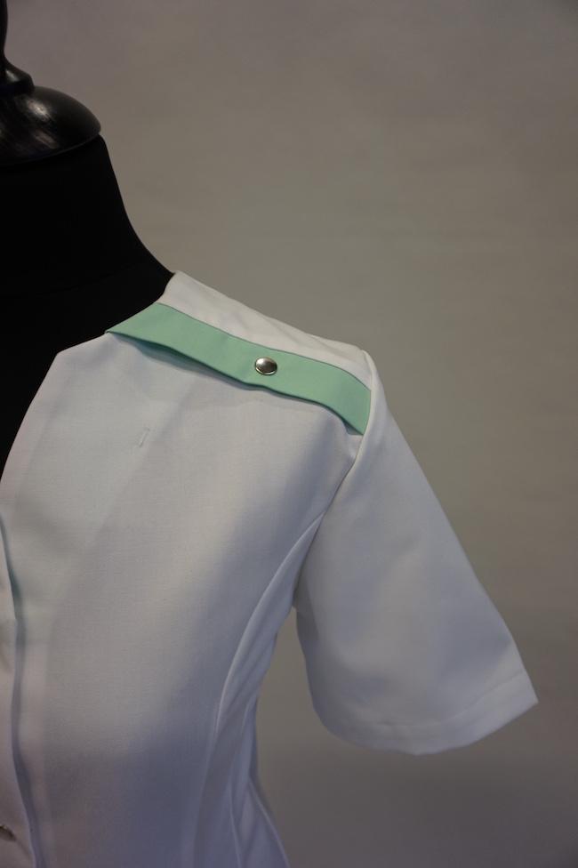 detail schouder dames hes Yara en unises Hes Yarno in kleur wit-mint