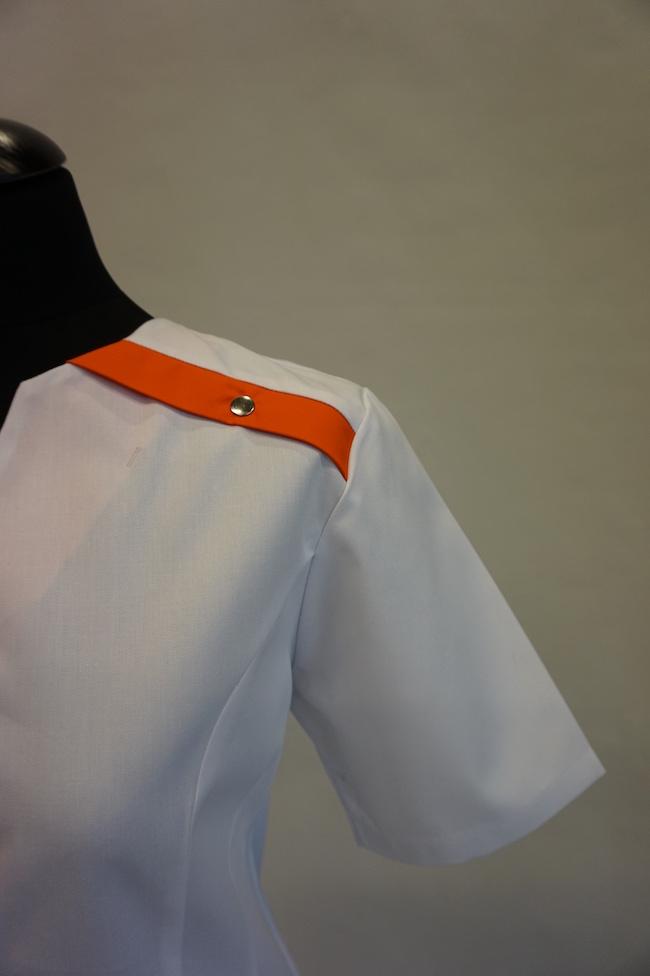 detail schouder dames hes Yara en unises Hes Yarno in kleur wit-oranje