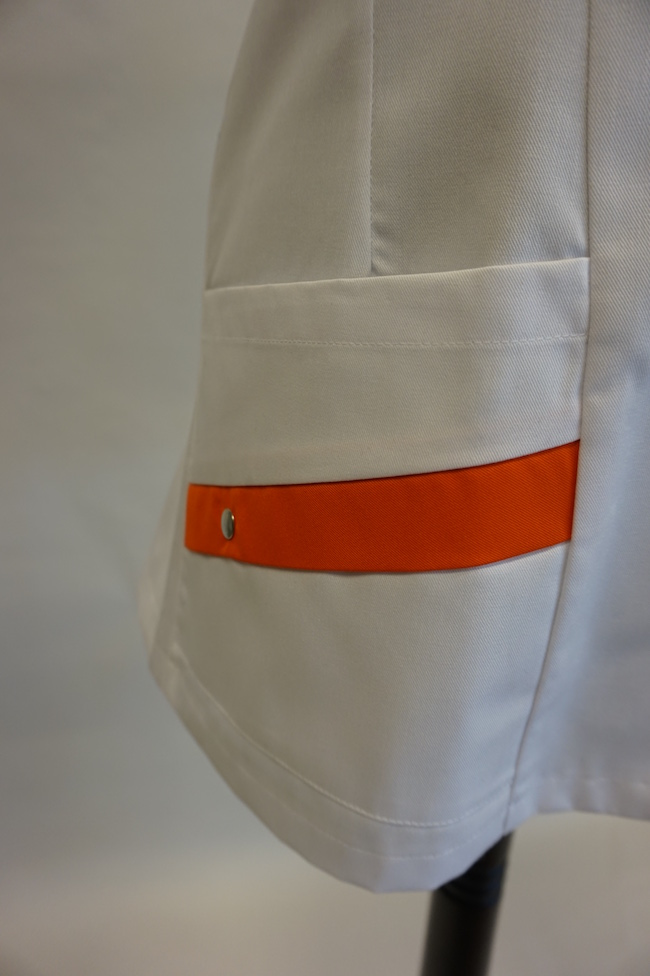 detail rechter zak dames hes Yara en unises Hes Yarno in kleur wit-oranje