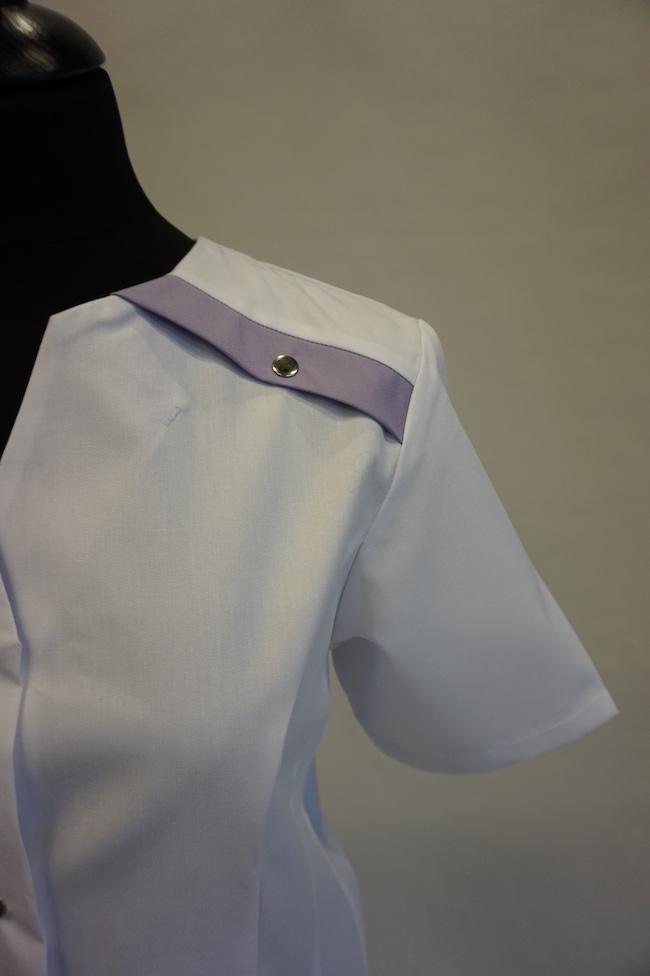 detail schouder dames hes Yara en unises Hes Yarno in kleur wit-iride