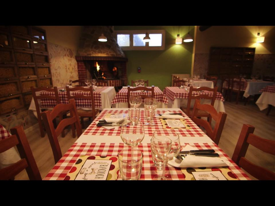 Italiaans tafellinnen blok wit rood